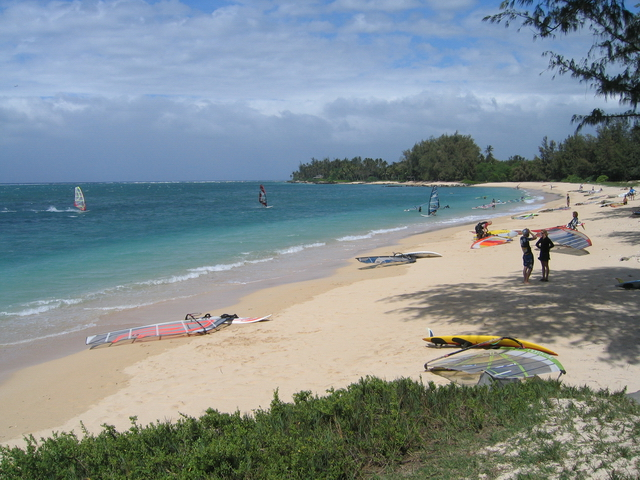 Saturday, July 19: Clean up Kanaha Beach w/ Surfrider Maui & +H20/ Lunch Provided by Flatbread Pizza JoinMaybeInvite
